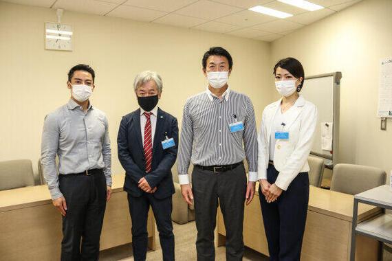 左から都議会議員の栗下善行氏(立憲民主党)、日本ホビー協会の足立浩さんと荒木武美智専務理事、トライフル代表の久野華子さん