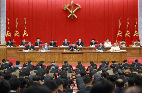 朝鮮労働党中央委員会第8期第3回総会の様子。金正恩総書記が食糧難について異例の言及をした(写真は労働新聞から)