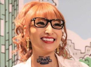 加藤紗里、右腕の「毒蛇タトゥー」公開 「えげつない」「これガチ彫り?」ファン衝撃
