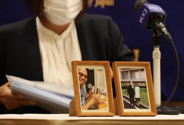 赤木俊夫さんの遺影を前に、日本外国特派員協会で記者会見する赤木雅子さん。「赤木ファイル」でも改ざんの全容は明らかになっていないとして、第三者委員会による再調査を求めた(c)Tsuno Yoshikazu
