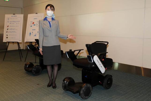 羽田空港の国内線で導入が進む「WHILL自動運転システム」。出発便の乗る人なら誰でも利用できる