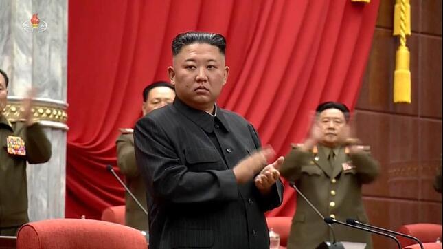 金正恩総書記。6月29日に開かれた朝鮮労働党の会議の場で、新型コロナウイルス対策で「重大事件」が起きたと指摘した(写真は朝鮮中央テレビから)