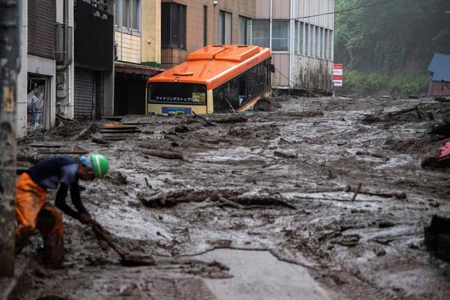 大規模な土石流の原因は何なのか(写真:AFP/アフロ)