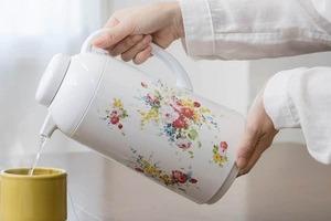 昭和の象徴「花柄ポット」が再ブーム 復刻商品「レトロかわいい」と反響...発売の背景は?象印に聞いた