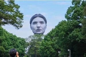都民騒然...「巨大な顔」代々木公園に出現 「進撃の巨人?」「首吊り気球を思い出しました」