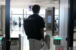 成田空港「顔パス」で搭乗できる 何度もパスポート出さなくてOK、会話も不要で感染リスク減