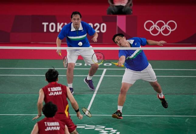 日本の園田・嘉村ペアと対戦するフィリップ・チュウとライアン・チュウ両選手のペア(写真:AP/アフロ)