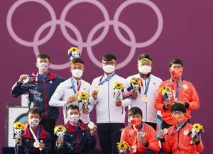 日韓台9選手が笑顔の記念撮影 五輪アーチェリー表彰式に感動の声「めちゃくちゃ微笑ましかった」