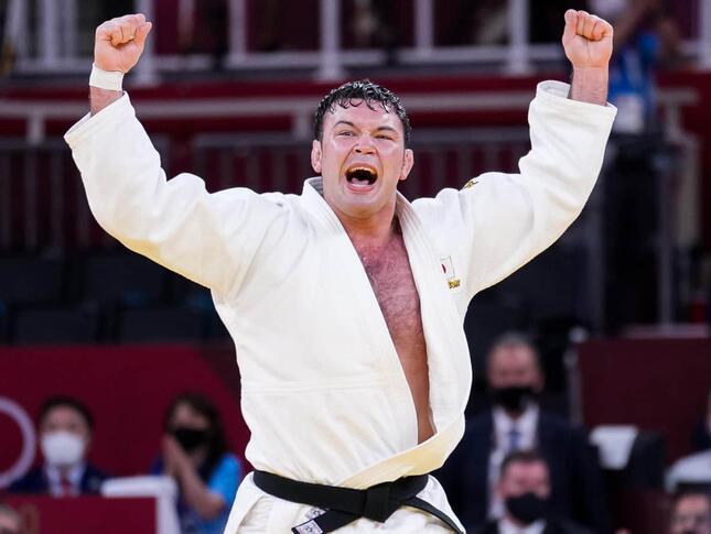 チョ・グハム選手に勝利したウルフ・アロン選手(写真:新華社/アフロ)