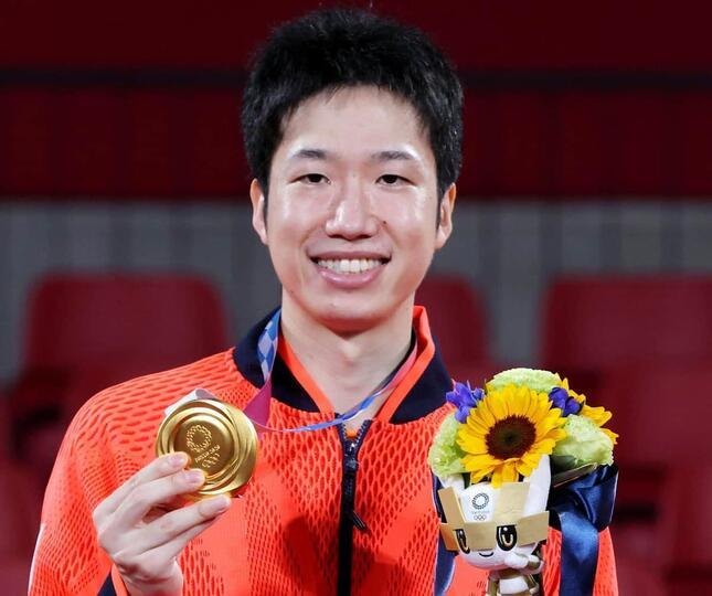 東京五輪の卓球混合ダブルスで金メダルを獲得した水谷隼選手(写真:西村尚己/アフロスポーツ)