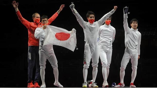 日本フェンシング史上初の快挙だったが…(写真:ロイター/アフロ)
