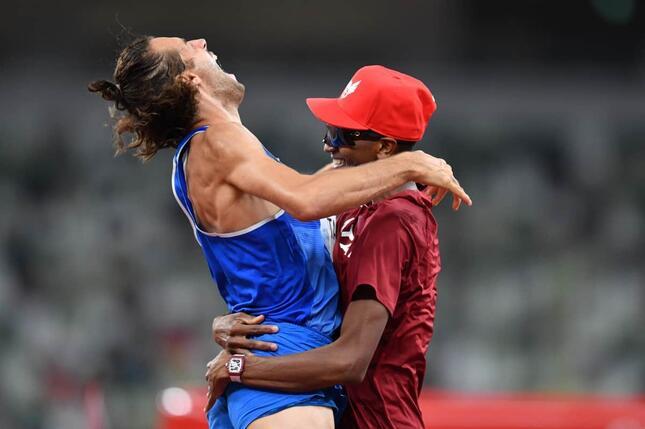 異例の「2人で金メダル」に反響(写真:松尾/アフロスポーツ)