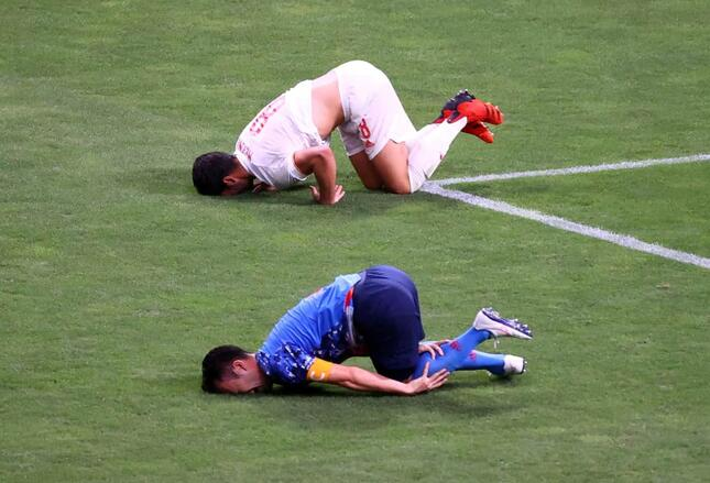 上からメリーノ選手、吉田選手(写真:ロイター/アフロ)