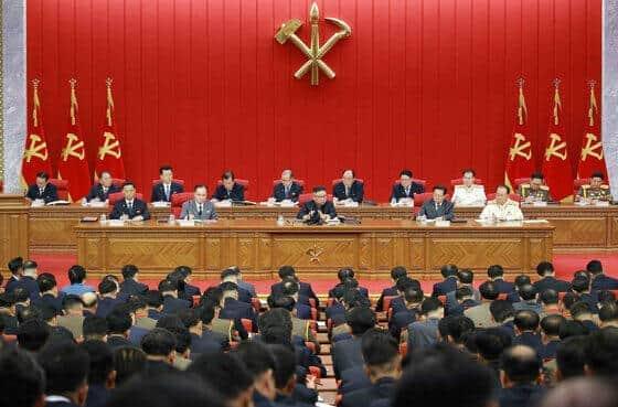 金正恩総書記は6月の朝鮮労働党の会議で「人民の食糧状況が切迫している」などと述べていた(写真は労働新聞から)