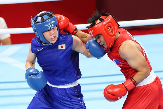 写真左、入江聖奈さん(写真:YUTAKA/アフロスポーツ)