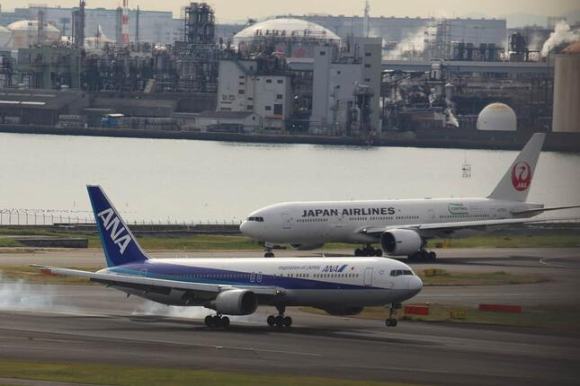 コロナ禍以降赤字が続く日本航空(JAL)と全日空(ANA)。ワクチン接種の伸びに期待を寄せる