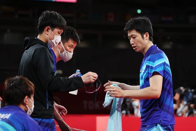 卓球男子団体3位決定戦で日本が銅メダル(写真:ロイター/アフロ)