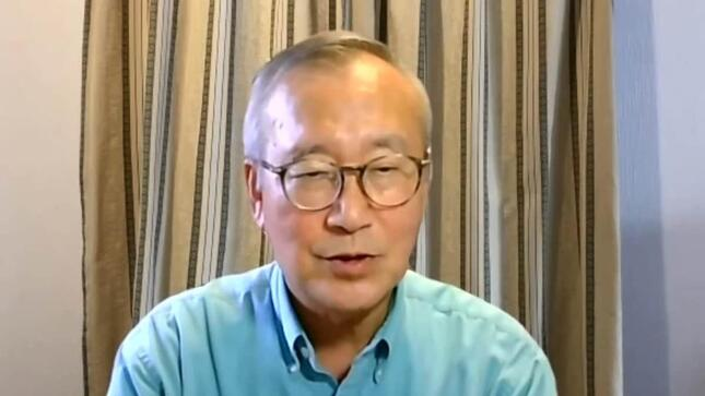 オンライン会見に臨む広島市の秋葉忠利・前市長(写真は日本外国特派員協会の配信動画から)