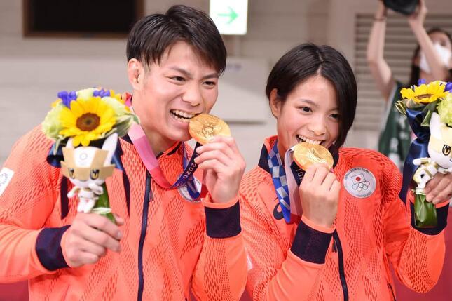 同日金メダルの快挙を達成した柔道の阿部兄妹(写真:千葉 格/アフロ)