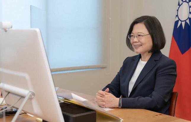 リモートでインタビューを受ける台湾の蔡英文総統(写真は台湾総統府ウェブサイトから)