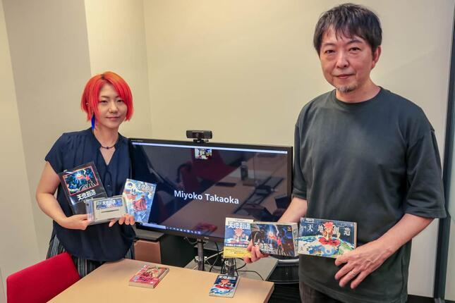 取材に応じたkisatoさん(左)と藤原カムイさん(右)。小林美代子(現・高岡)さんはオンラインで参加。