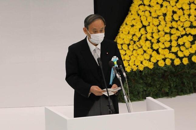 全国戦没者追悼式で式辞を述べる菅義偉首相