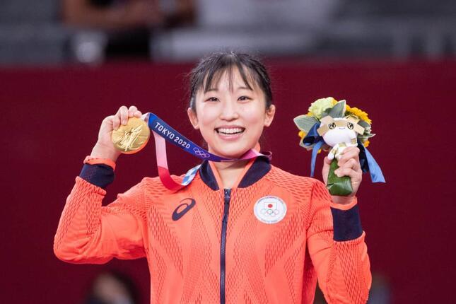レスリング女子50キロ級で優勝した須崎優衣さん(写真:エンリコ/アフロスポーツ)