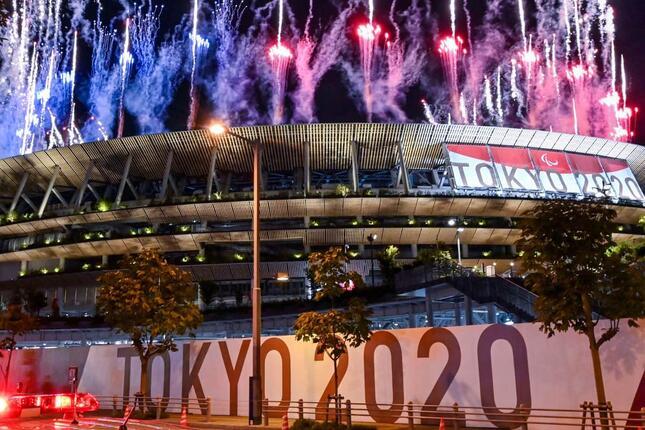 東京パラリンピック開会式が行われた新国立競技場(写真:AFP/アフロ)