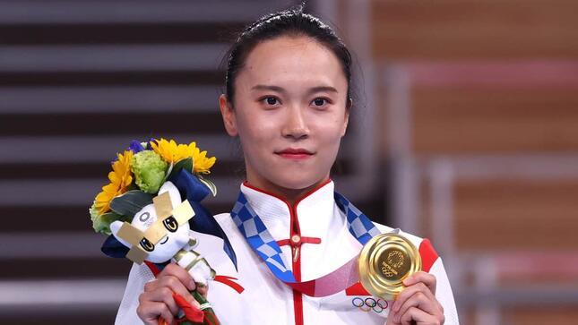女子トランポリンで金メダルを獲得した朱雪瑩(写真:ロイター/アフロ)