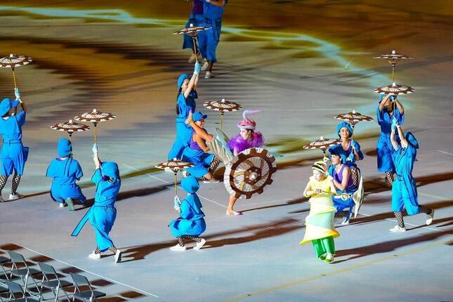 ダンサーたちの洗練されたパフォーマンスが光った東京パラリンピック開会式(新華社/アフロ)