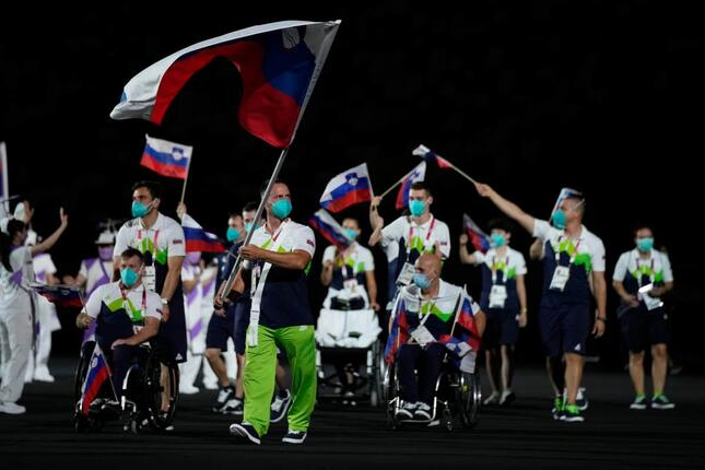 スロベニア選手団(写真:AP/アフロ)