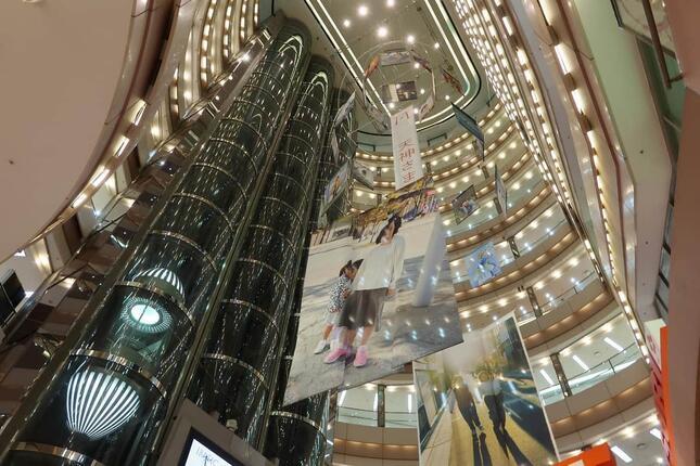 イムズは地下2階から地上8階までは吹き抜けになっているのが特徴だ(2021年3月撮影)