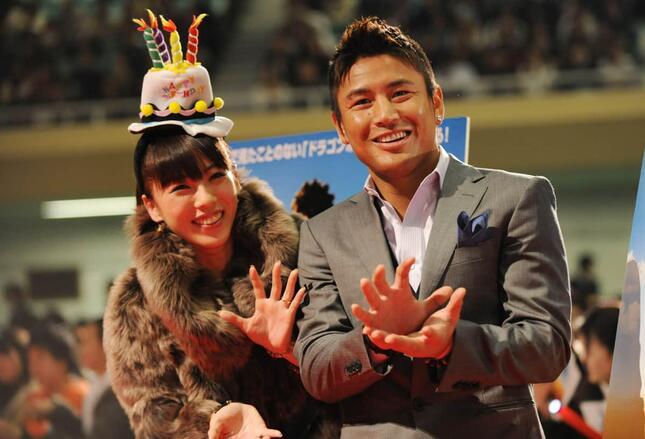 矢沢心さん、魔裟斗さん(写真:アフロ、 2009年撮影)
