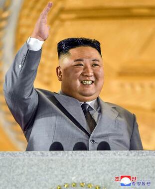 2020年10月、北朝鮮の党創建75年軍事パレードに出席した金正恩総書記(提供:KNS/KCNA/AFP/アフロ)