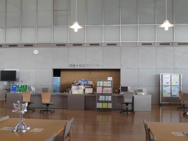 福井県立図書館の相談カウンター