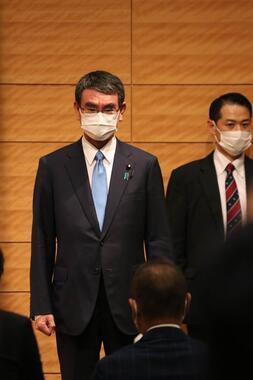総裁選出馬会見に臨む河野太郎氏