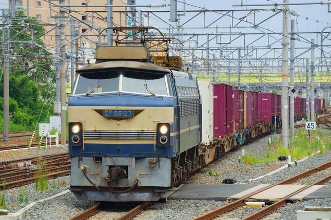 貨物車両をけん引する今回と同型の電気機関車(写真:広瀬雅信/アフロ)