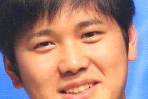 大谷翔平、被弾直後に「神対応」 審判チェックに余裕の「ウインク」が反響「日本人離れしてる」