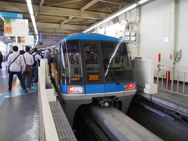 「湾岸夜景列車」が運行される東京モノレール