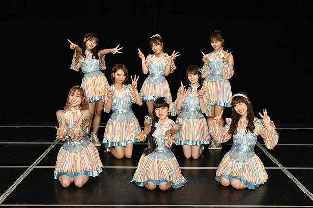 SKE48劇場からは8人のメンバーがイベントに出演した。3列目左から青海ひな乃さん、斉藤真木子さん、松本慈子さん。2列目左から古畑奈和さん、江籠裕奈さん。1列目左から須田亜香里さん、林美澪さん、熊崎晴香さん (c)2021 Zest, Inc.