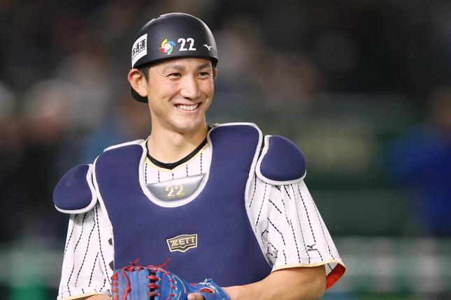 小林誠司捕手(写真:アフロスポーツ)