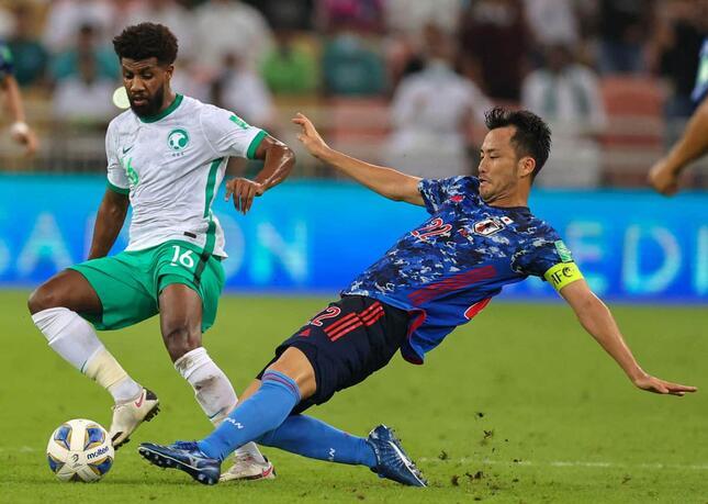 吉田麻也選手(写真:AFP/アフロ)