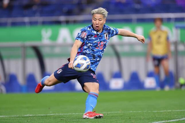 オウンゴールを誘発した浅野拓磨選手(写真:YUTAKA/アフロスポーツ)
