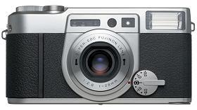 富士フィルムが発売する銀塩コンパクトカメラ「KLASSE W」