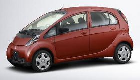 2006年の日本カーオブザイヤーに選ばれた三菱自動車の「i(アイ)」