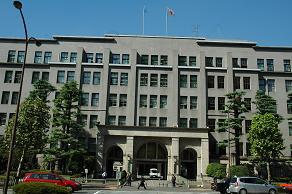 財務省は軽減措置の全廃を主張