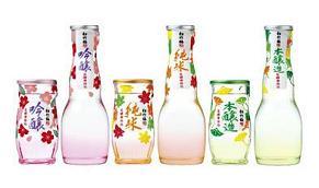 宝酒造が発売する『松竹梅 花酵母仕込シリーズ』<吟醸>(左)<純米>(中)<本醸造>(右)
