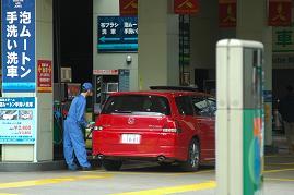 都内のガソリンスタンド。原油高の影響が広がっている