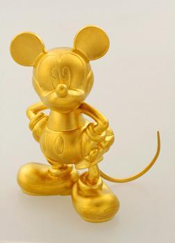 タカラトミーが発売する300万円の純金製ミッキーマウスのフィギュア