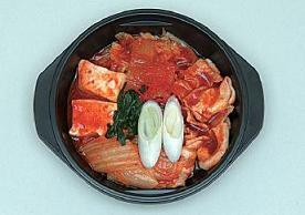 ローソンが発売した「レンジ キムチ鍋」